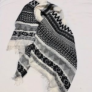 Accessories - Black and white pattered scarf